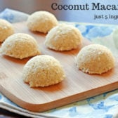 These raw coconut macaroons are made with just 5 ingredients! myheartbeets.com