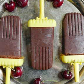 cherry fudge pops by myheartbeets.com