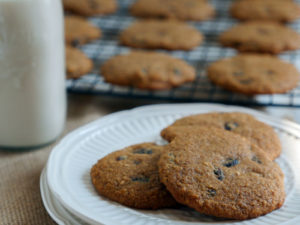"Soft ""N'Oatmeal"" Raisin Cookies"