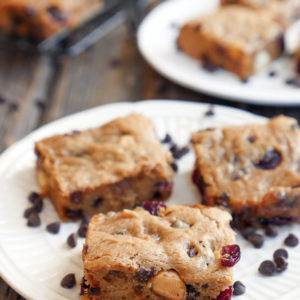 These 5-ingredient Cashew Butter Blondies are gluten-free, paleo-friendly and dairy-free. They're so good! Both cakey and fudgy/gooey! Recipe by Ashley of MyHeartBeets.com