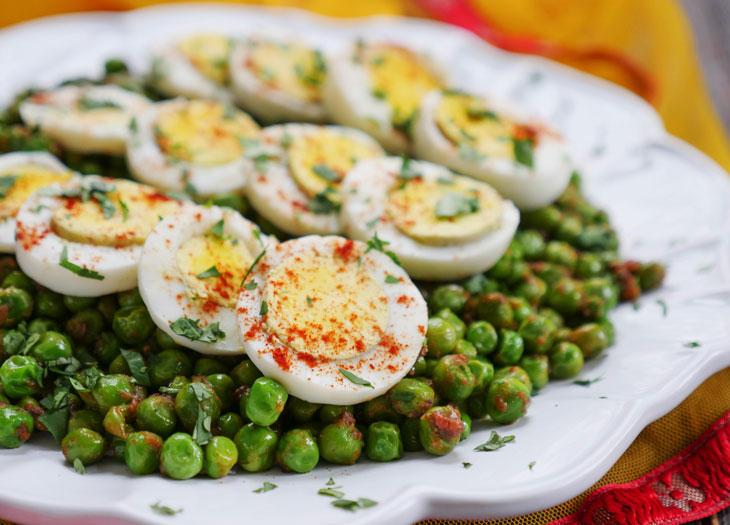 stir-fried green peas with egg (sukhi matar anda ki sabzi)