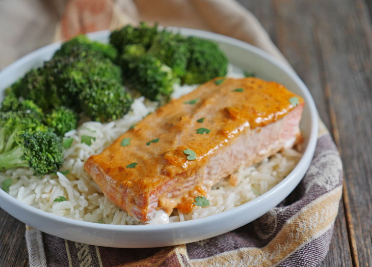 3 ingredient baked salmon with salsa mayo topping