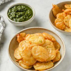 aloo pakora (potato pakora)